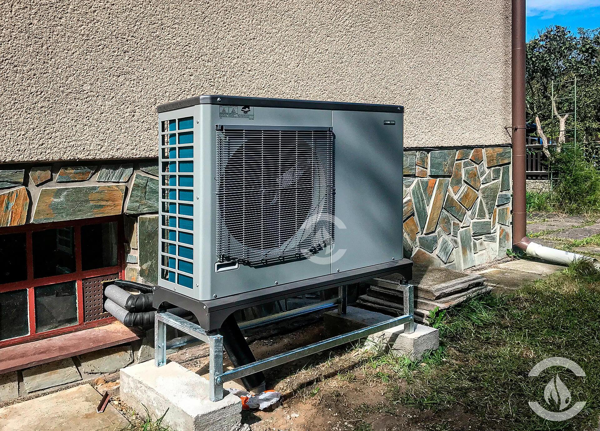 NIBE F2040-12 kW v obci Loučeň